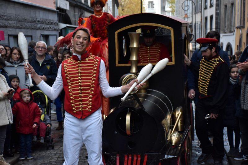 ico spectacle déambulatoire parade de rue parade de bulles et d'anges marseille nice toulouse lyon bordeaux paca noel voyage magique